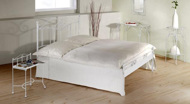 Bett Vella aus silber-gewischtem Eisen in Weiß