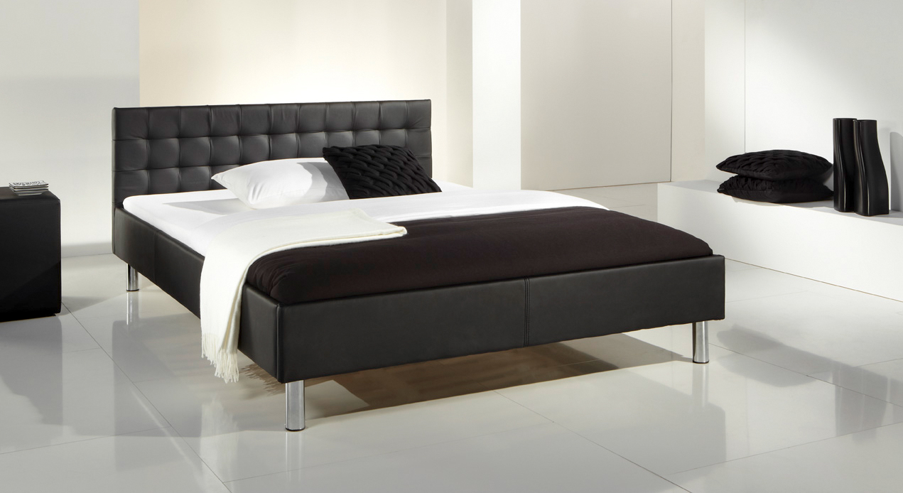 kunstleder bett in schwarz mit polsterkopfteil ventura. Black Bedroom Furniture Sets. Home Design Ideas