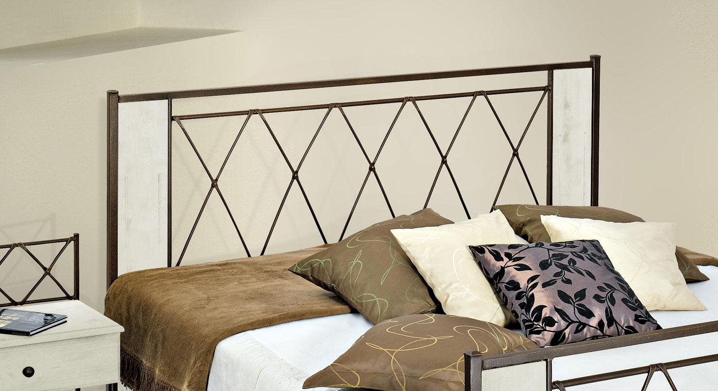 Bett Warna mit Kopfteil in einer Holz-Metall-Kombination