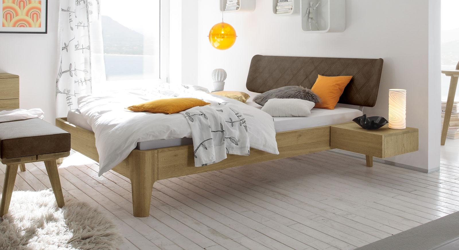 Bett Weno aus braunem Kunstleder und Eiche