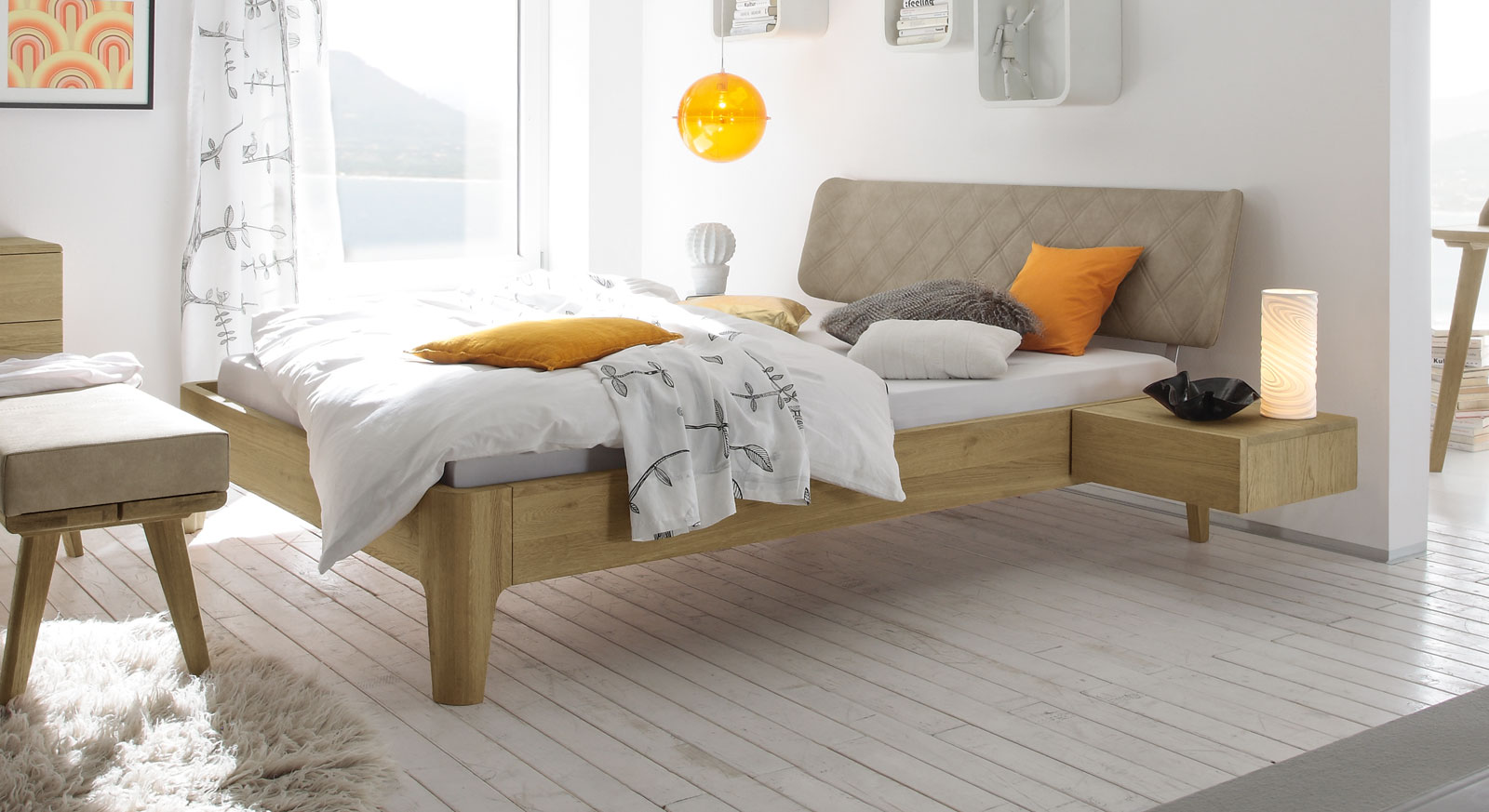 Modernes Bett Weno aus Massivholz