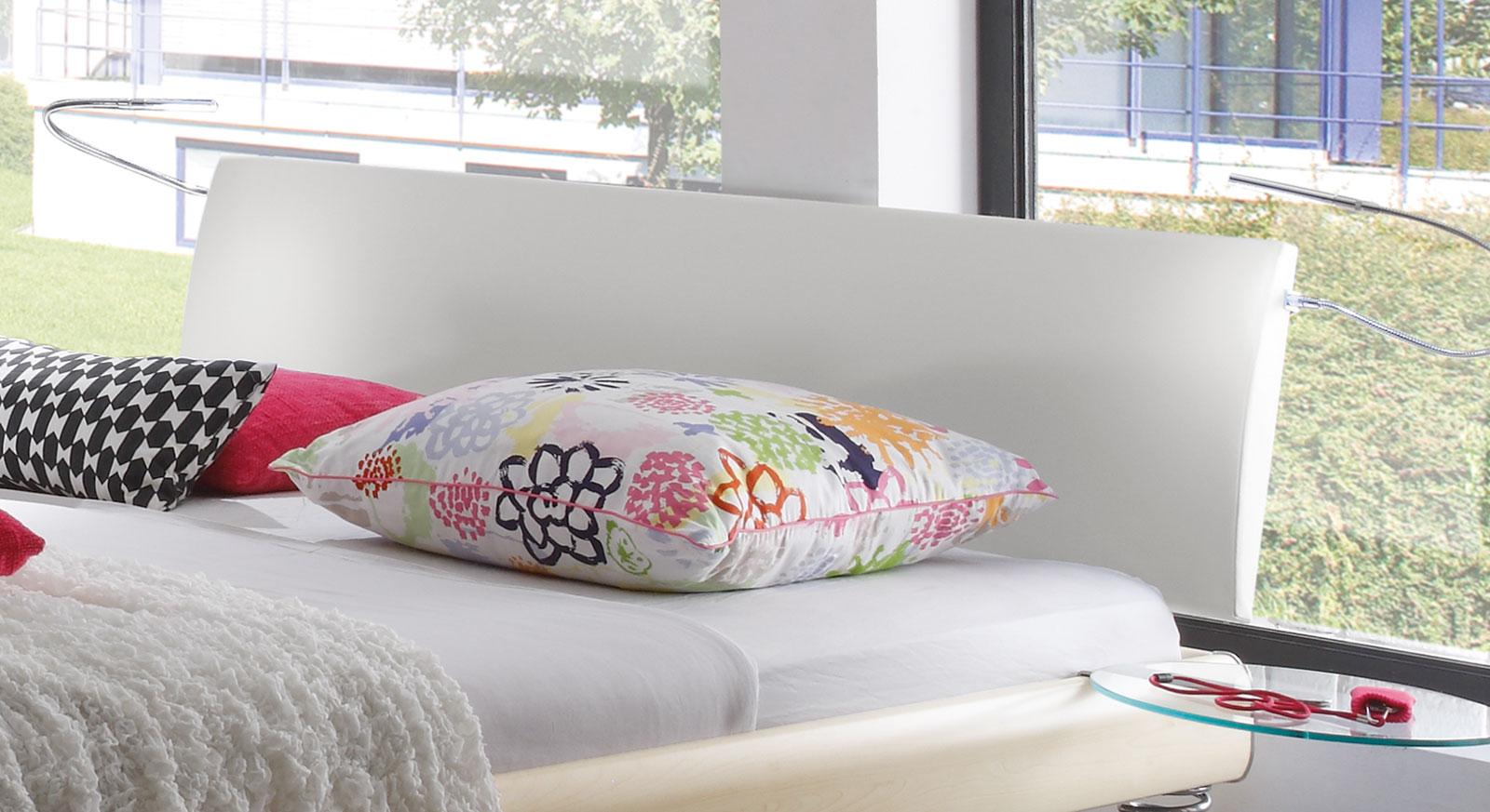Bett Wereda mit Kunstleder-Kopfteil