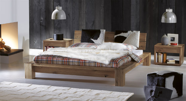 wildeichebett mit niedrigem bettrahmen und kopfteil aragon. Black Bedroom Furniture Sets. Home Design Ideas
