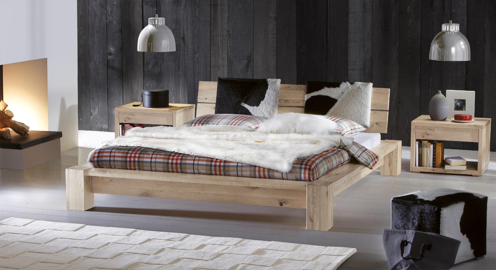 Holzbett Aragon aus Wildeiche in Weiß