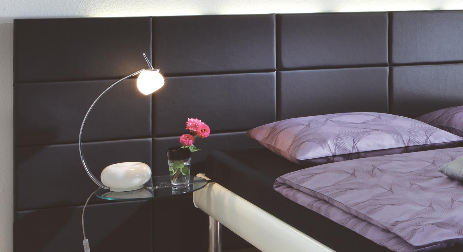 Bett Cordoba Wandpaneel inklusive und optionaler Nachttisch Malaga