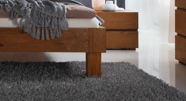 Bett Faro mit stabilen Bettbeinen aus massiver Eiche