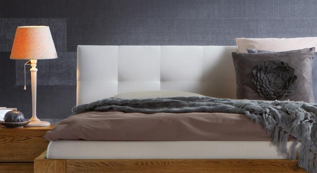 Bett Faro mit Kopfteil aus weißem Kunstleder