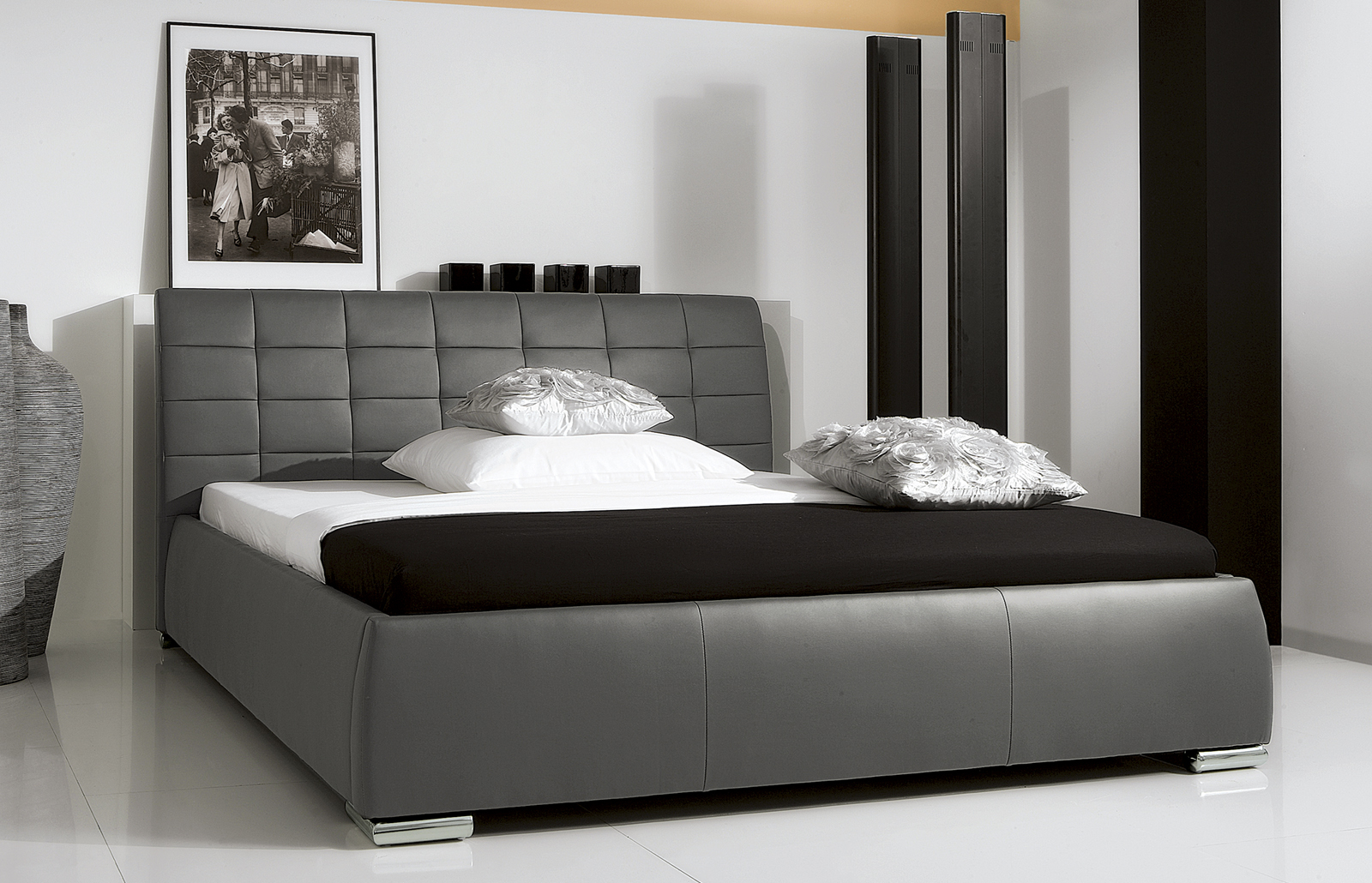 graues bett wandfarbe m bel ideen innenarchitektur. Black Bedroom Furniture Sets. Home Design Ideas