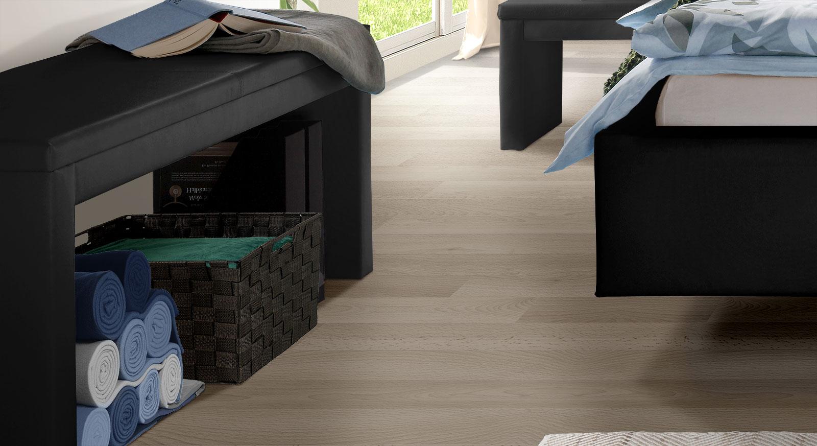 Moderne Bettbank Marim in schwarzem Echtleder