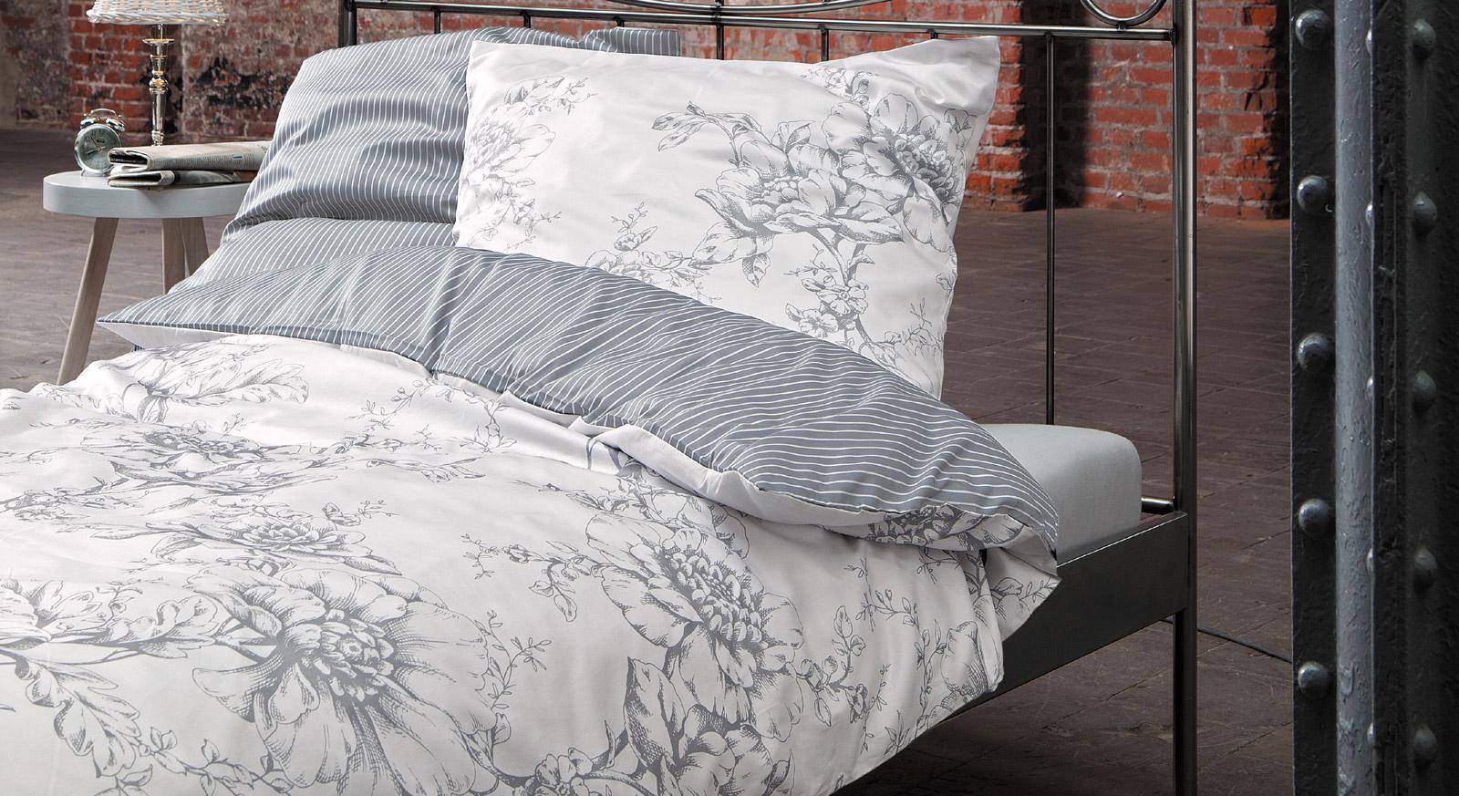 Bettwäsche Vintage Harmony in Weiß mit Blumen- und Streifenmuster
