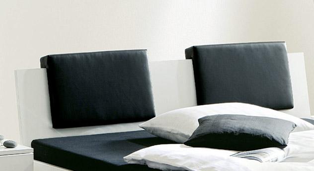 Black&White hochglanz mit optionalen Kissen für das Kopfteil.