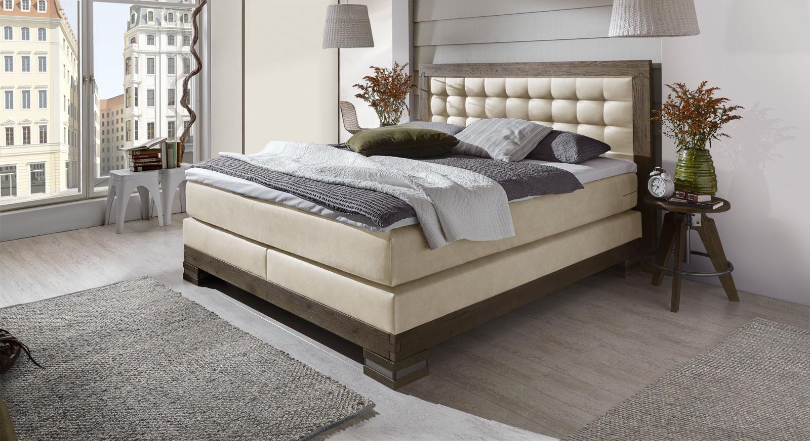edles landhausstil boxspringbett aus wildeiche aronia. Black Bedroom Furniture Sets. Home Design Ideas