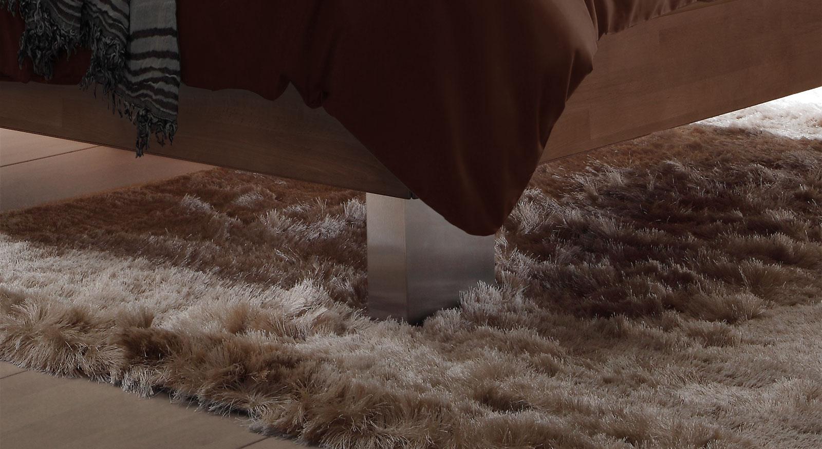 Boxspringbett Cameron mit Bettfüßen aus gebürstetem Edelstahl