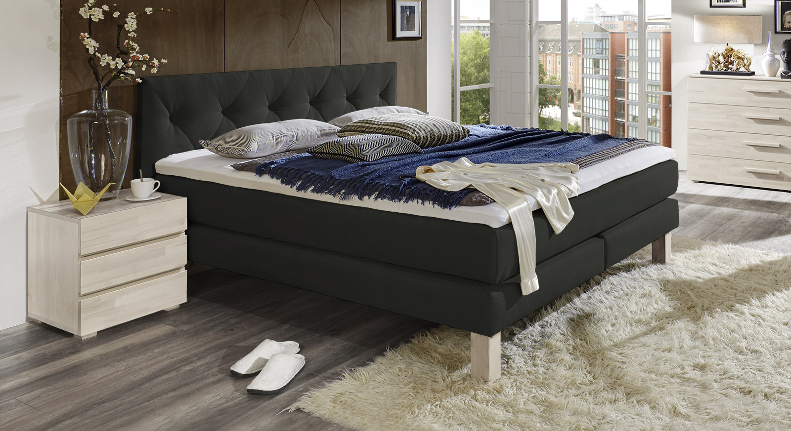 Boxspringbett In Romantisch-verspieltem Design