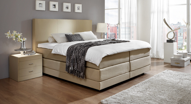 Sandfarbenes Boxspringbett Dubai für Luxus im Schlafzimmer