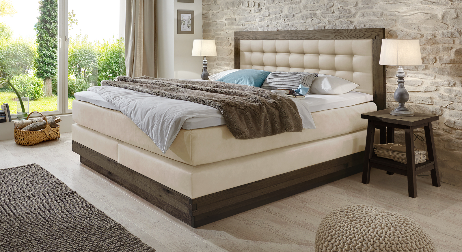Boxspringbett Galicia in Wildeiche coffee und Kunstleder in Beige