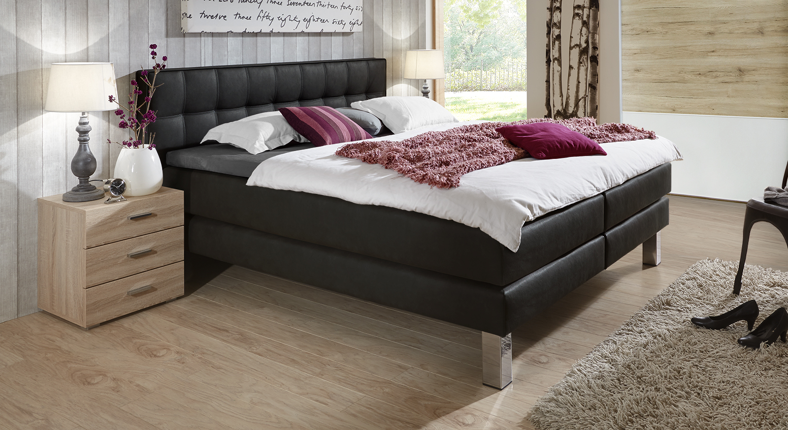 boxspringbett aus luxus kunstleder und metall la mancha. Black Bedroom Furniture Sets. Home Design Ideas