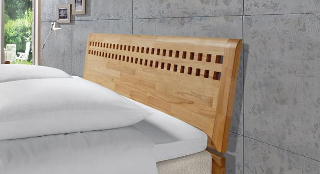 Boxspringbett Piacenza mit weißem Massivholz und Kopfteil-Perforation