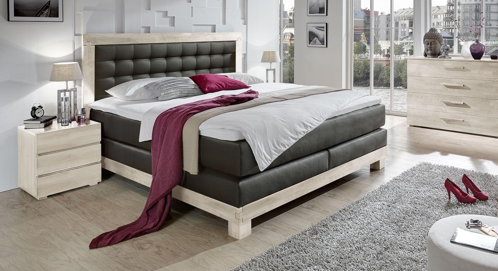 luxus boxspringbett in kunstleder wei inkl topper pratos. Black Bedroom Furniture Sets. Home Design Ideas