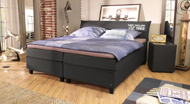 Boxspringbett Tom Tailor Color in Anthrazit mit Aufdruck