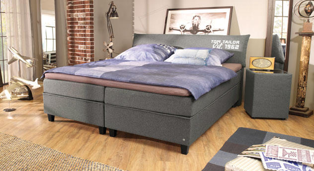Boxspringbett Tom Tailor Color in Grau mit Aufdruck