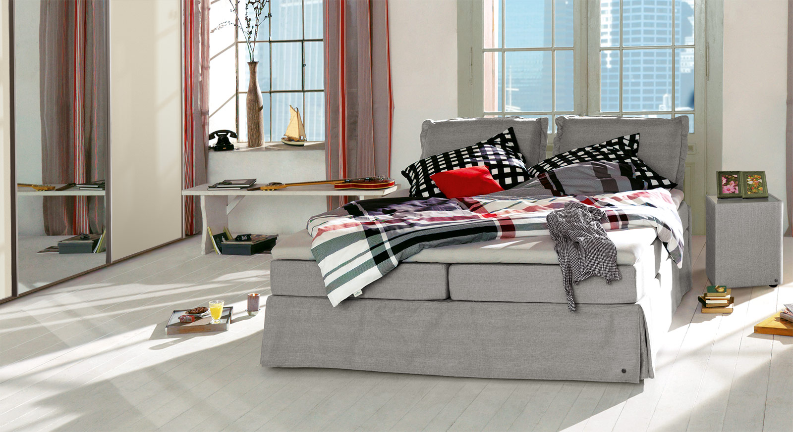 Boxspringbett Tom Tailor Cushion in hellgrauem Webstoff