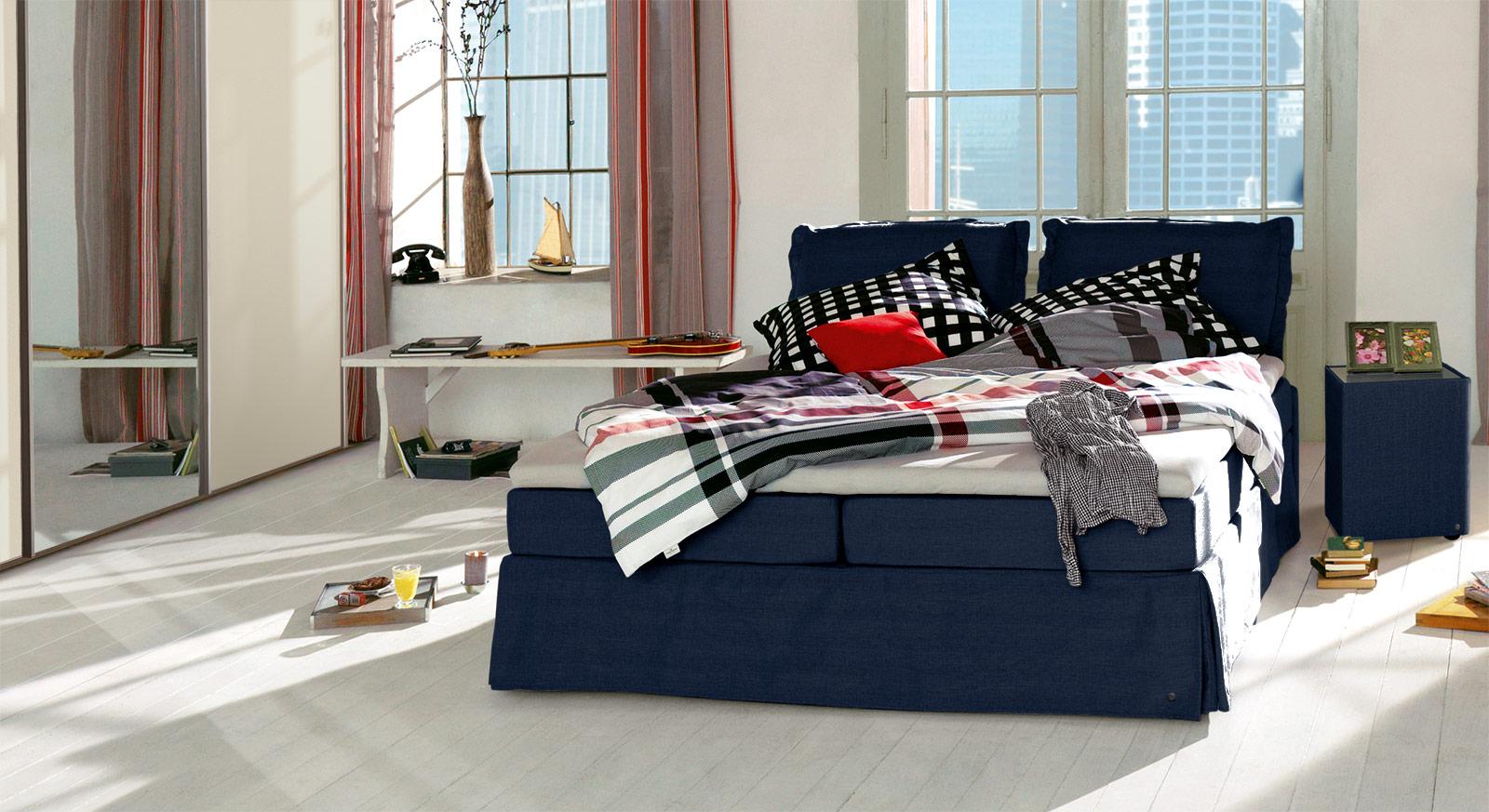 Boxspringbett Tom Tailor Cushion in marinefarbenem Webstoff