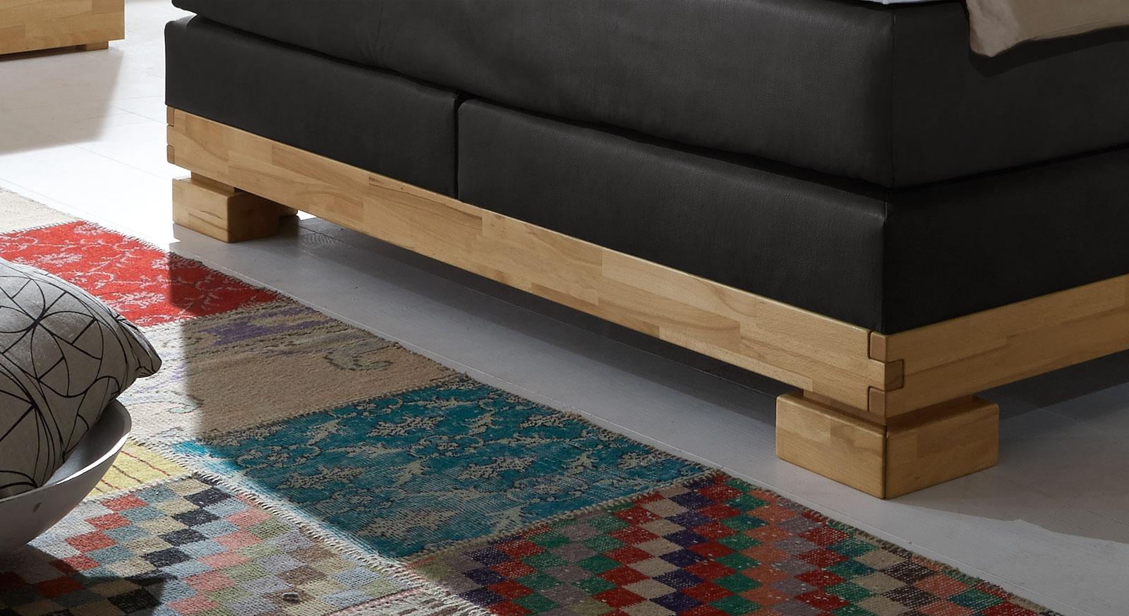 Boxspringbett Viterbus mit robusten blockartigen Bettfüßen