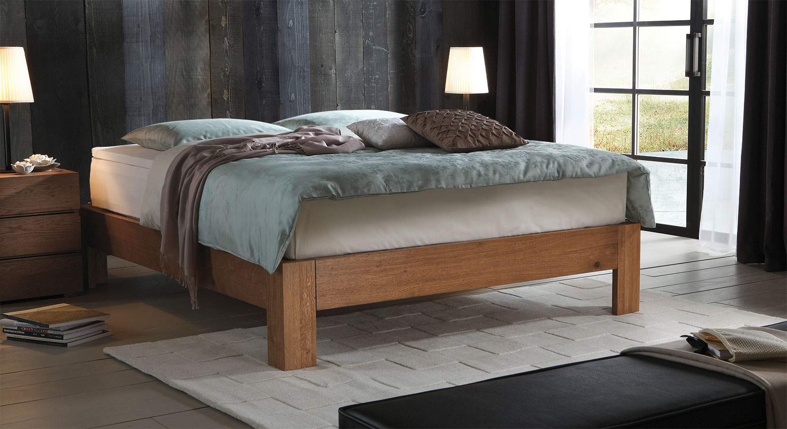 Hochwertige Boxspringliege Kingston in Eiche cognac