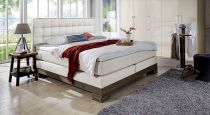 boxspringbett in wildeiche und velours mit kopfst tzen pomba. Black Bedroom Furniture Sets. Home Design Ideas