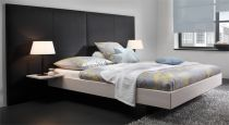 wildeiche bett mit modernem kunstleder bett mataro. Black Bedroom Furniture Sets. Home Design Ideas