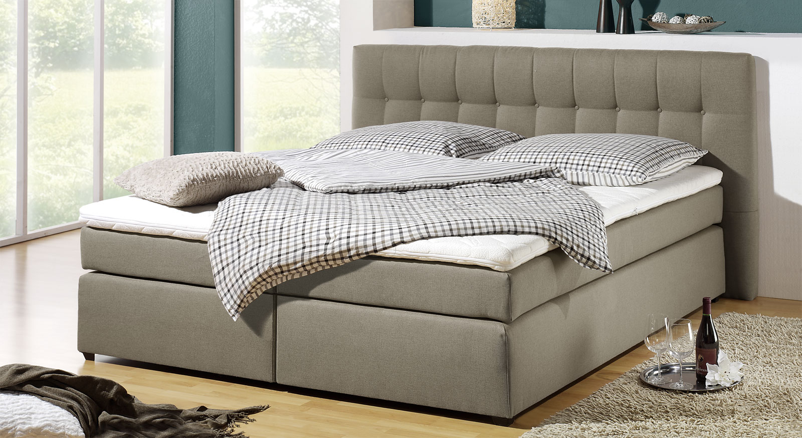 Schlammfarbenes Boxspringbett Chicago in Taupe