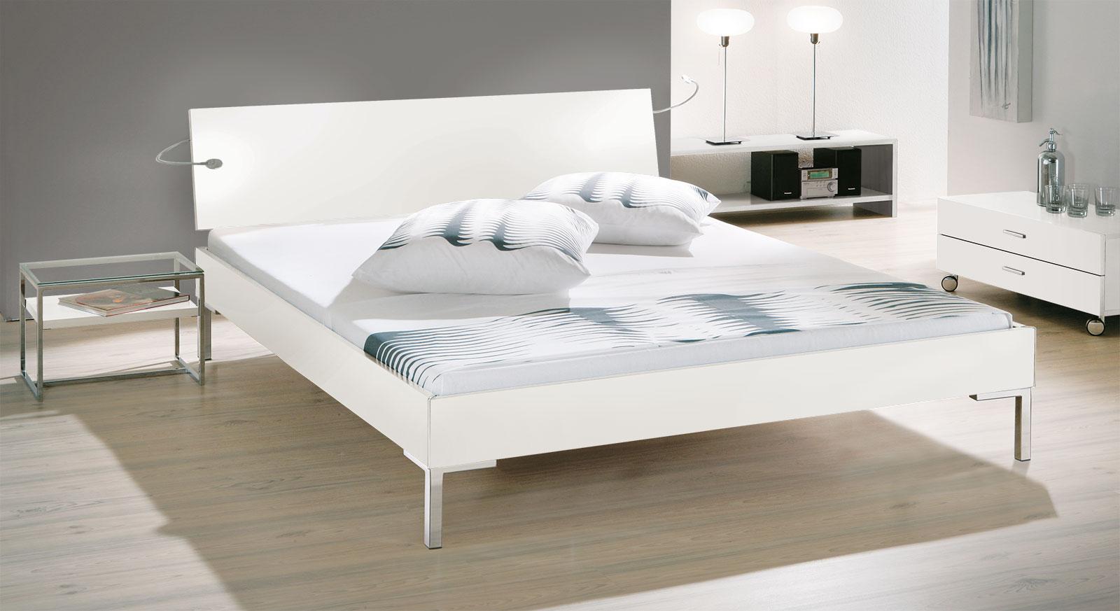 Designerbett Leon in weißem MDF-Dekor