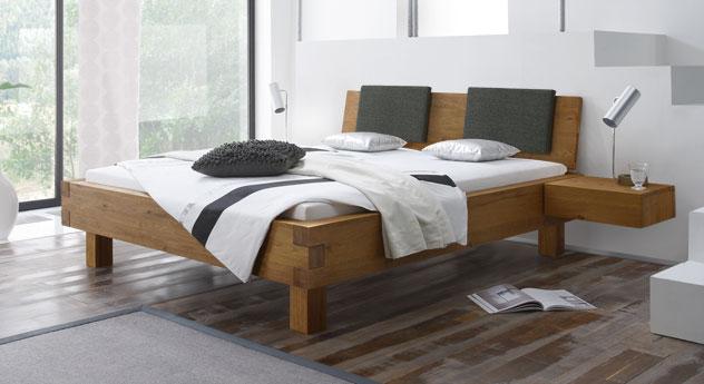 Stabiles Doppelbett Kasos aus Massivholz