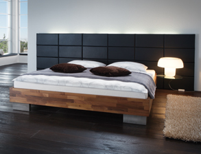 elegante bettgestelle aus nussbaum holz erwerben. Black Bedroom Furniture Sets. Home Design Ideas