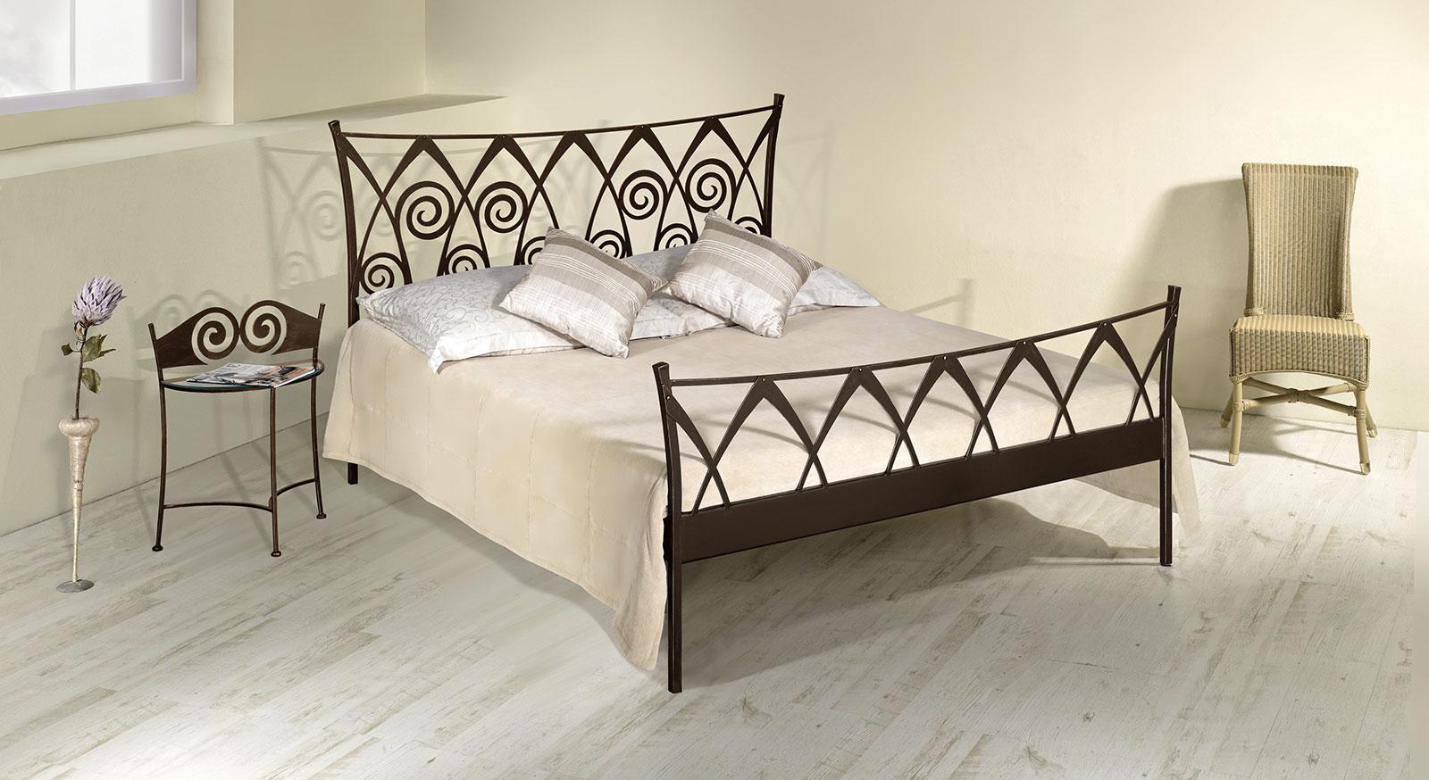Doppelbett Trojan aus Eisen in Braun, gold-gewischt