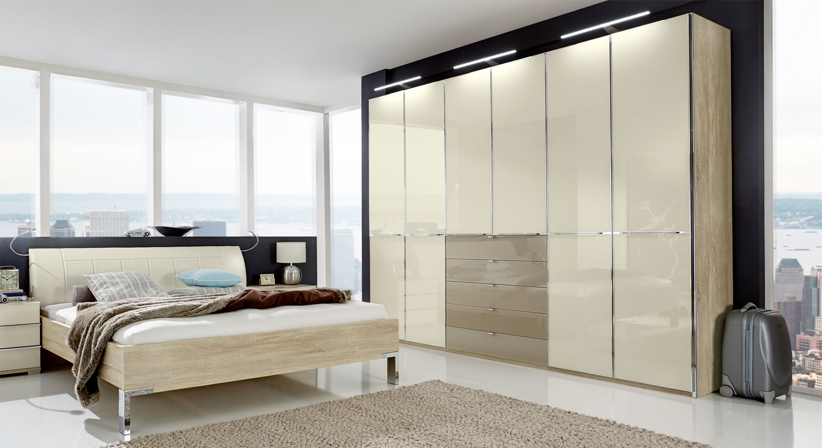 moderner dreht renschrank in eiche s gerau dekor mit glas banga. Black Bedroom Furniture Sets. Home Design Ideas