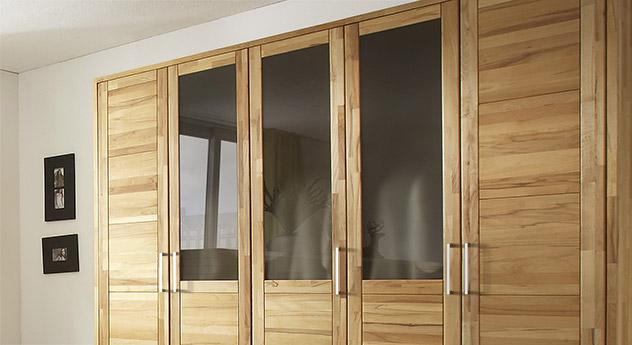 Drehtueren-Kleiderschrank Luba mit braunen Glas-Elementen