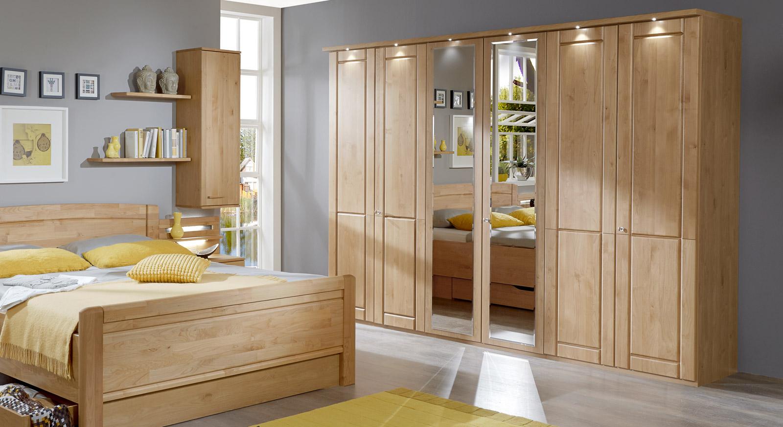 schlafzimmerschrank mit dreht ren und spiegel aus erle trikomo. Black Bedroom Furniture Sets. Home Design Ideas
