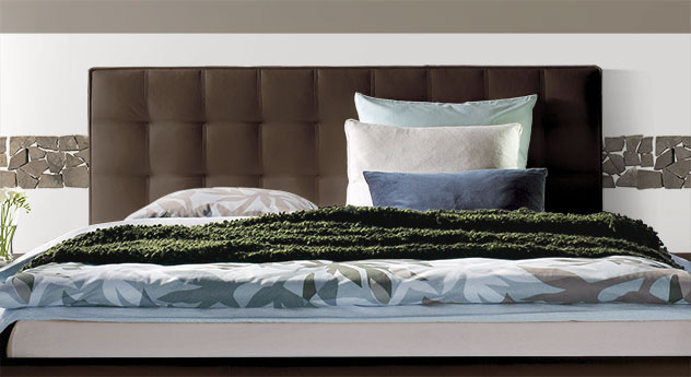 Modernes Echtleder-Bett Marim mit gestepptem Kopfteil