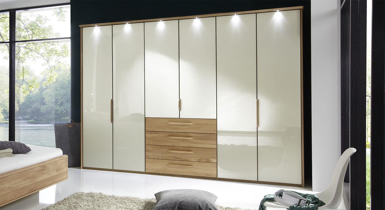 Falttüren-Kleiderschrank Dartford in Magnolie mit Passepartout-Rahmen und Beleuchtung