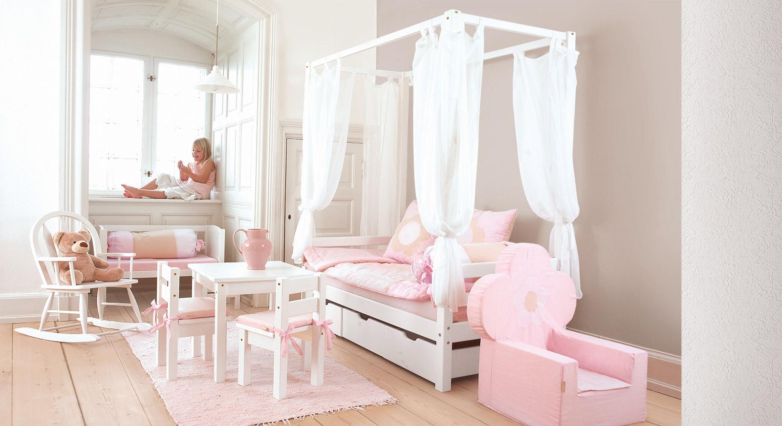 Himmelbett dachschräge kinder  Himmelbett weiß aus massiver Kiefer für Mädchen - Kids Heaven