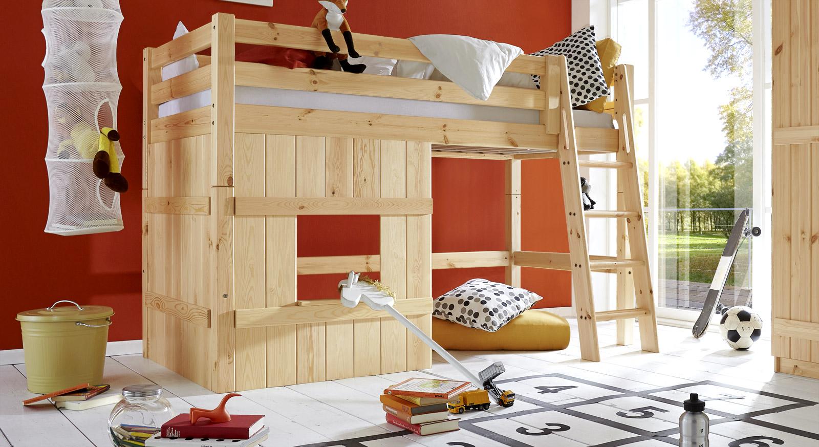 Naturfarbenes Hütten-Hochbett Kids Paradise Basic in 140cm Höhe mit schräger Leiter