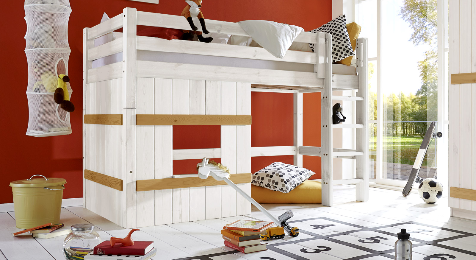 Hütten-Hochbett Kids Paradise Basic in 140cm Höhe in Weiß/Gelaugt mit gerader Leiter