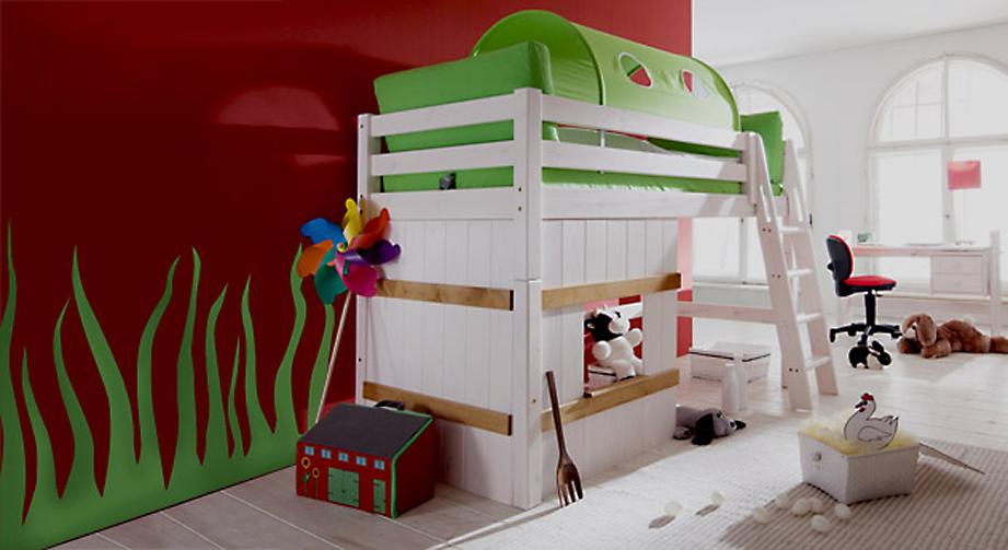 Hütten-Midi-Hochbett Kids Paradise in Weiß mit grünem Spieltunnel.