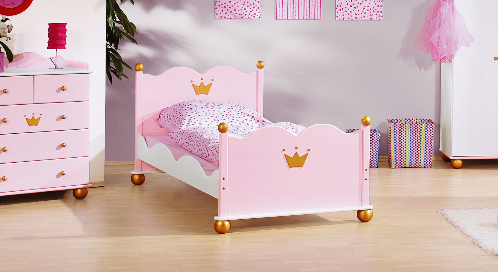 jugendbett mit goldenen verzierungen prinzessin karolin. Black Bedroom Furniture Sets. Home Design Ideas