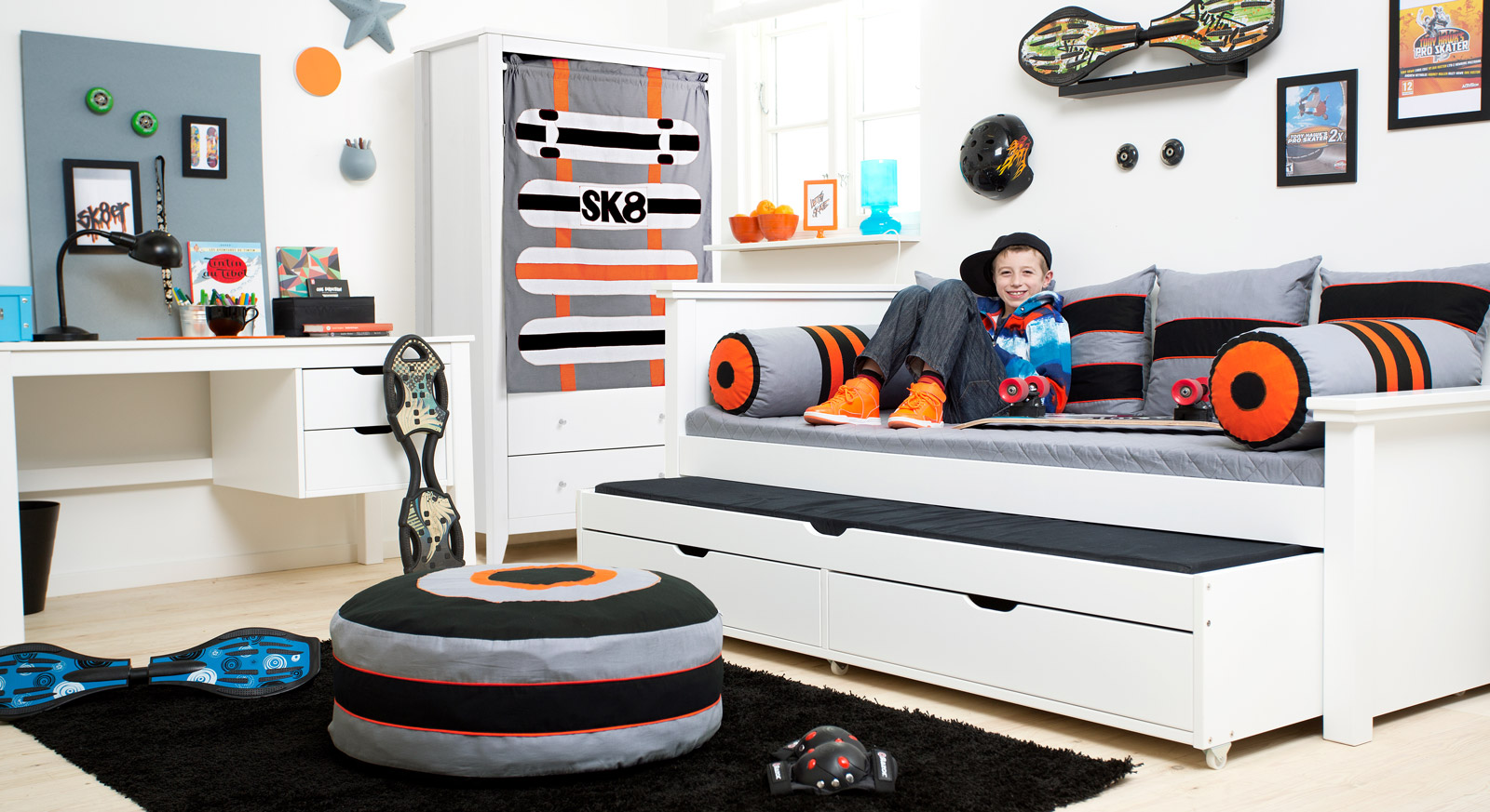 jugendzimmer komplett mit schreibtisch skater. Black Bedroom Furniture Sets. Home Design Ideas