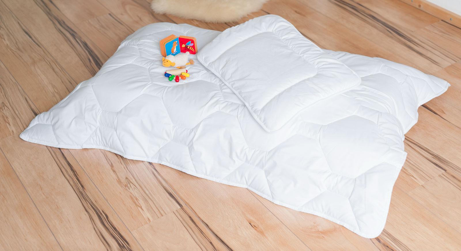 Feuchtigkeitsregulierende Kinder-Bettdecke & Kissen Lina Winter aus Polyester