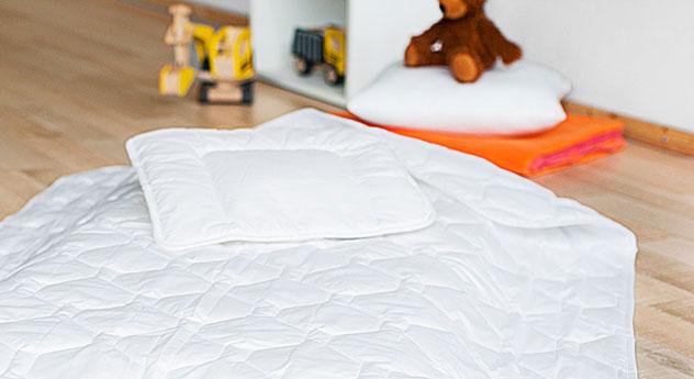 Kinder-Bettdecken und Kissen Lina Ganzjahresset mit Bezug aus Baumwolle und Polyester