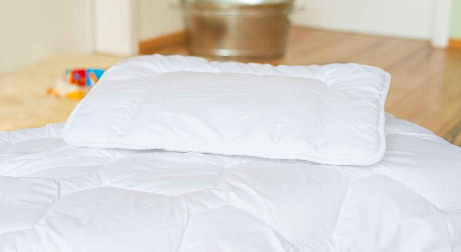 Kinder-Bettdecken und Kissen Linus Ganzjahresset mit atmungsaktivem Bezug